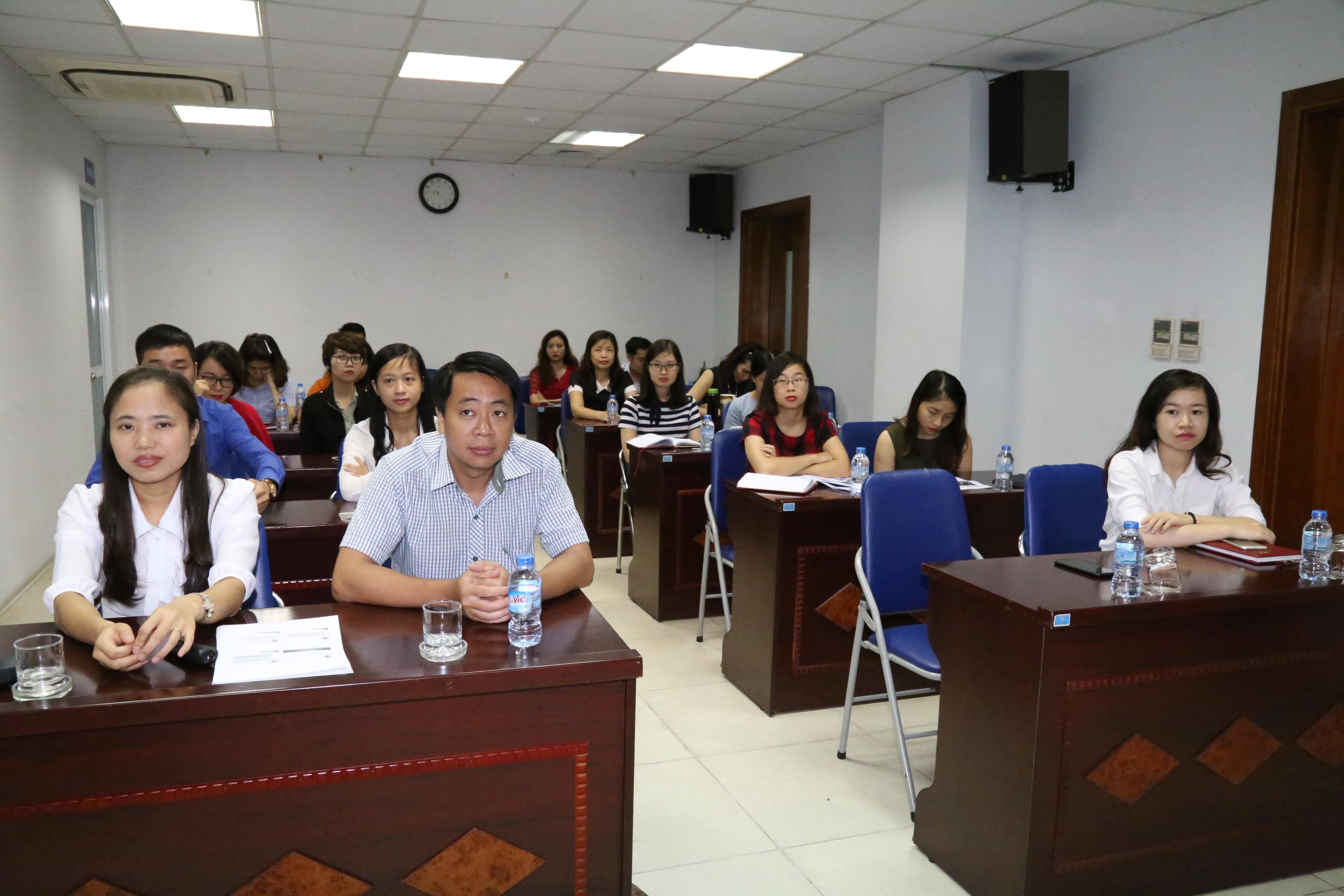 Chi đoàn thanh niên Trường Đào tạo và Bồi dưỡng nghiệp vụ kiểm toán tổ chức Lớp tập về kỹ năng thuyết trình