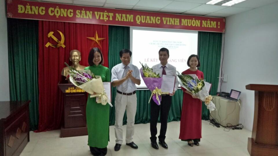 Chi bộ Trường Đào tạo và Bồi dưỡng nghiệp vụ kiểm toán tổ chức lễ kết nạp Đảng viên mới