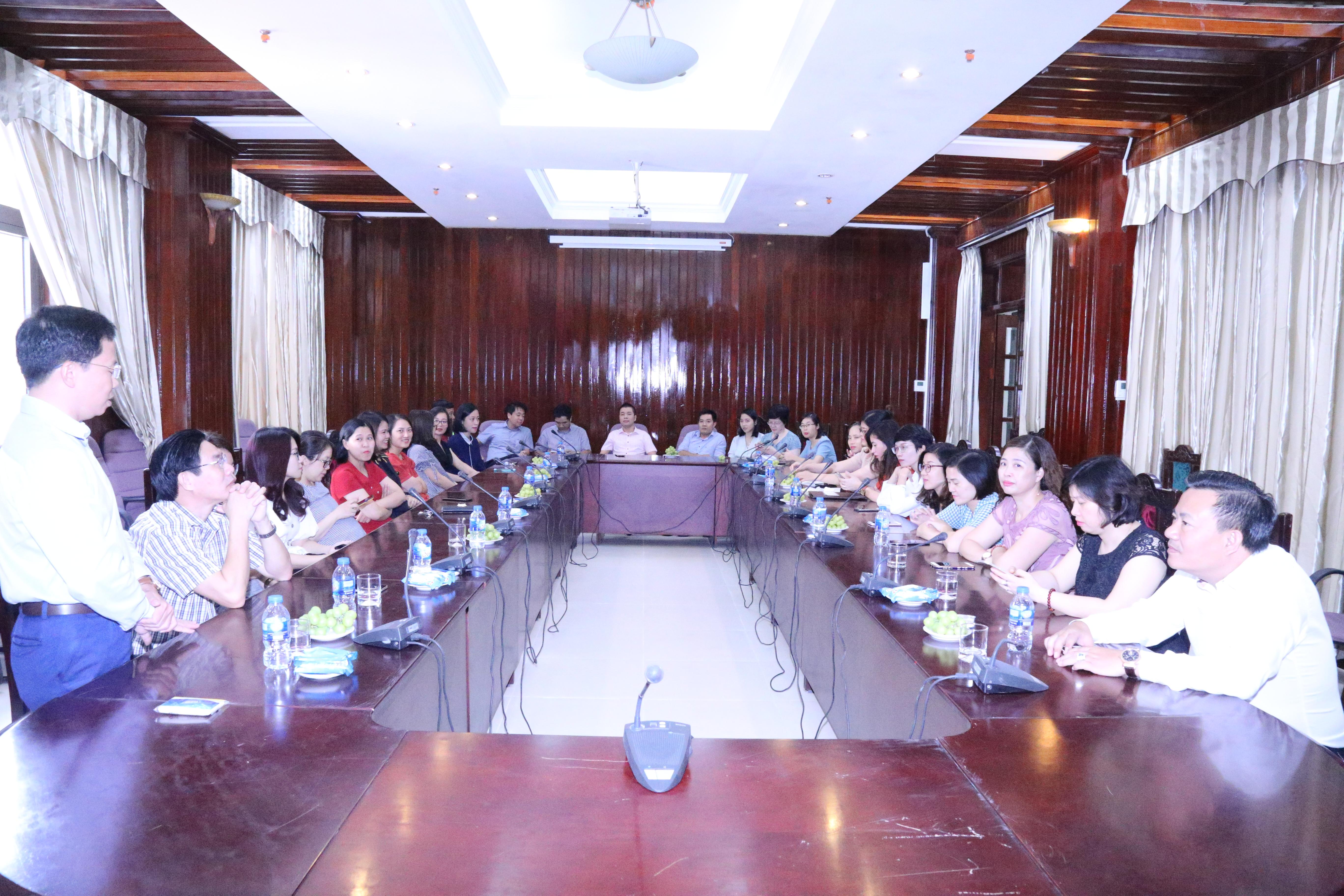 Trường ĐT&BD nghiệp vụ kiểm toán đã tổ chức buổi gặp mặt chào mừng kỷ niệm 89 năm Ngày Phụ nữ Việt Nam