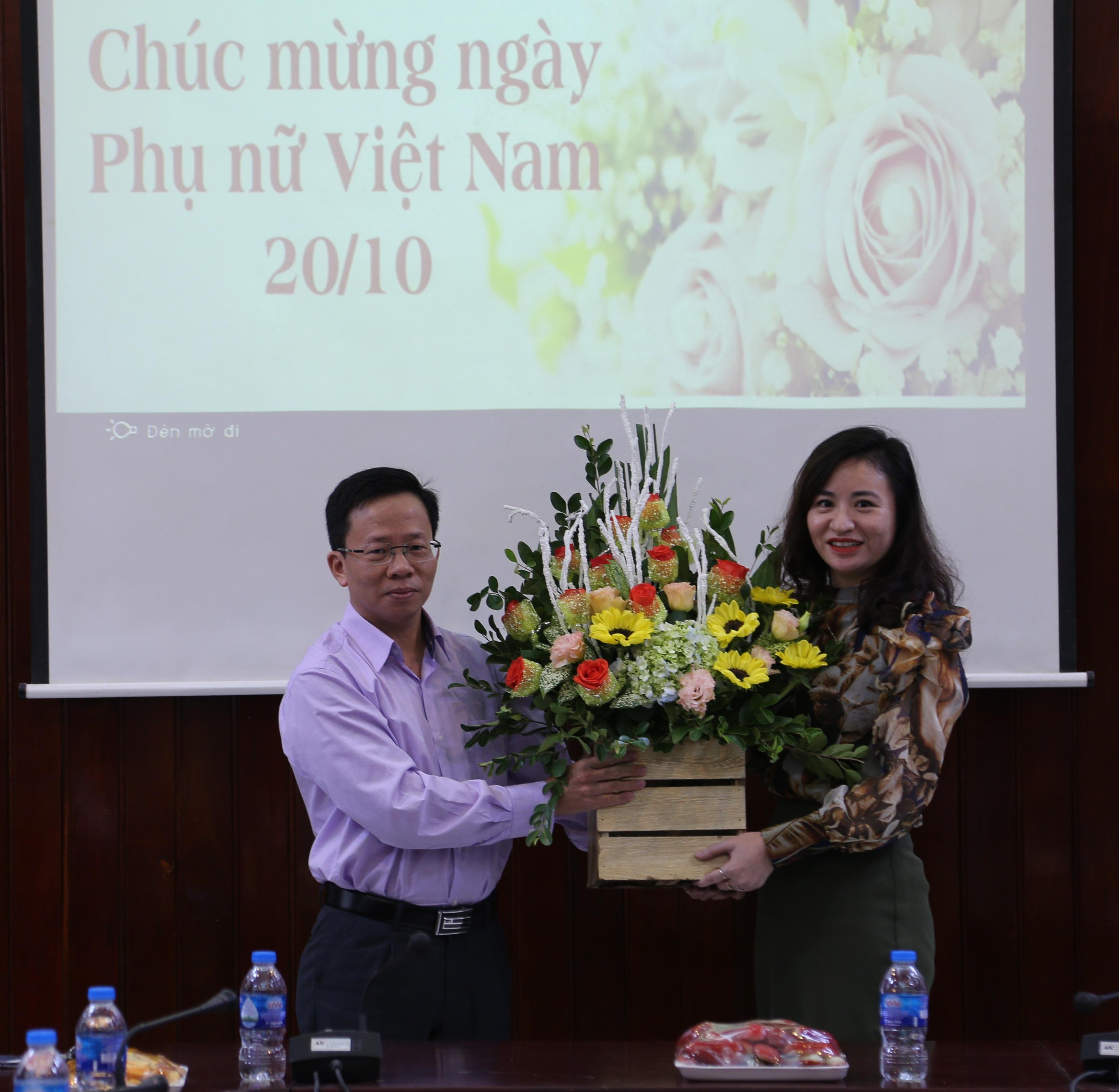 Trường ĐT&BD nghiệp vụ Kiểm toán tổ chức buổi gặp mặt kỷ niệm ngày Phụ nữ Việt Nam 20/10
